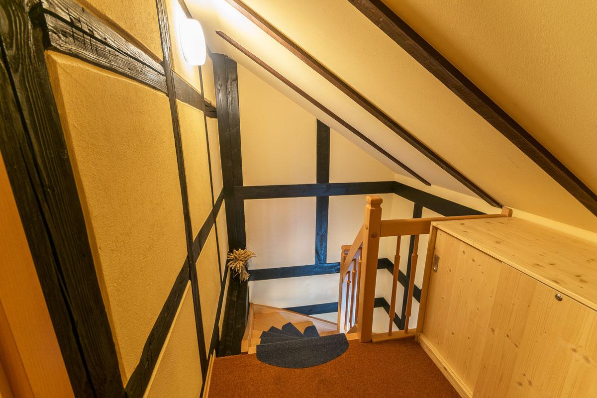 Aufgang zur Maisonettewohnung im Obergeschoss und Dachgeschoss