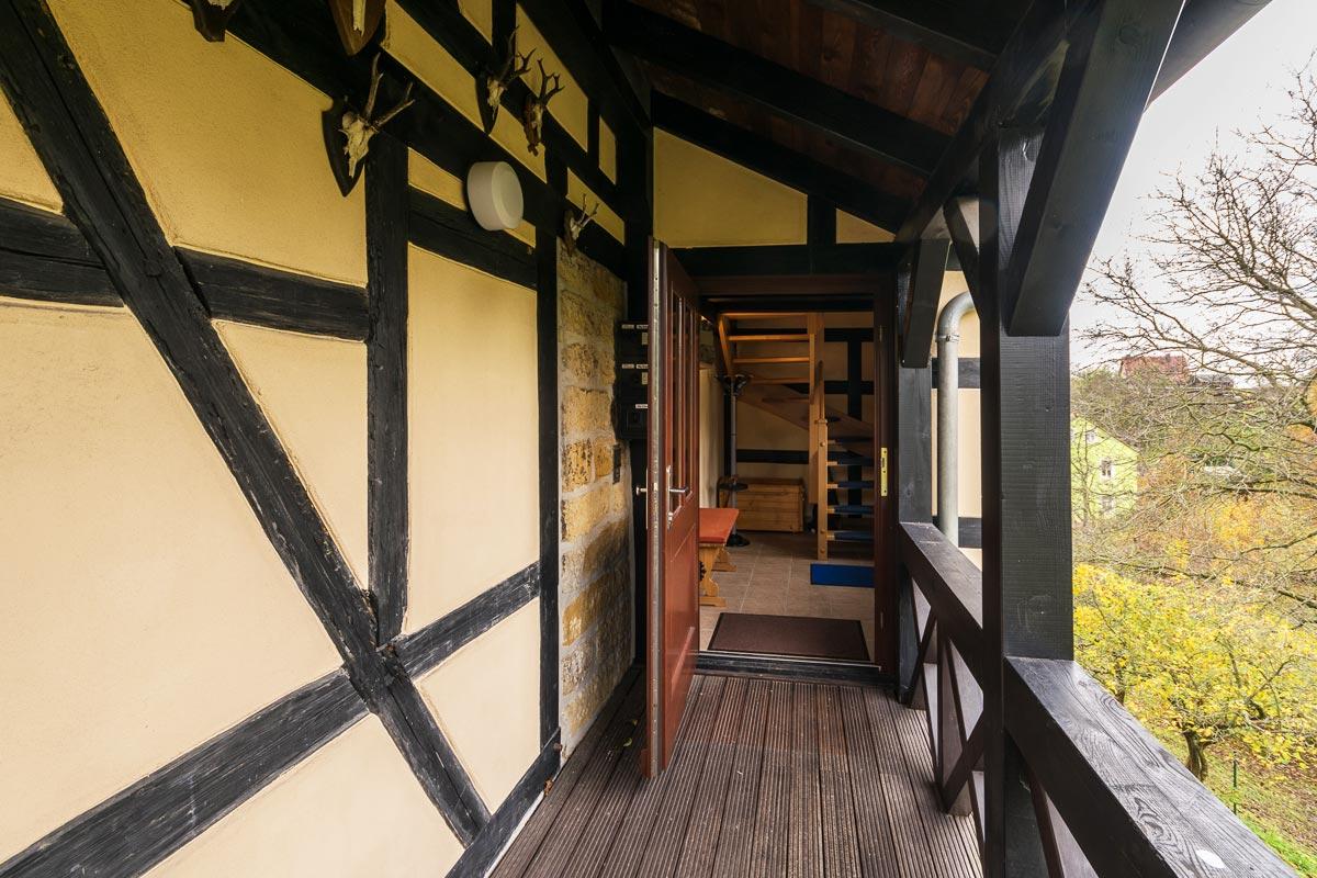 Eingang zur Maisonettewohnung im Obergeschoss und Dachgeschoss