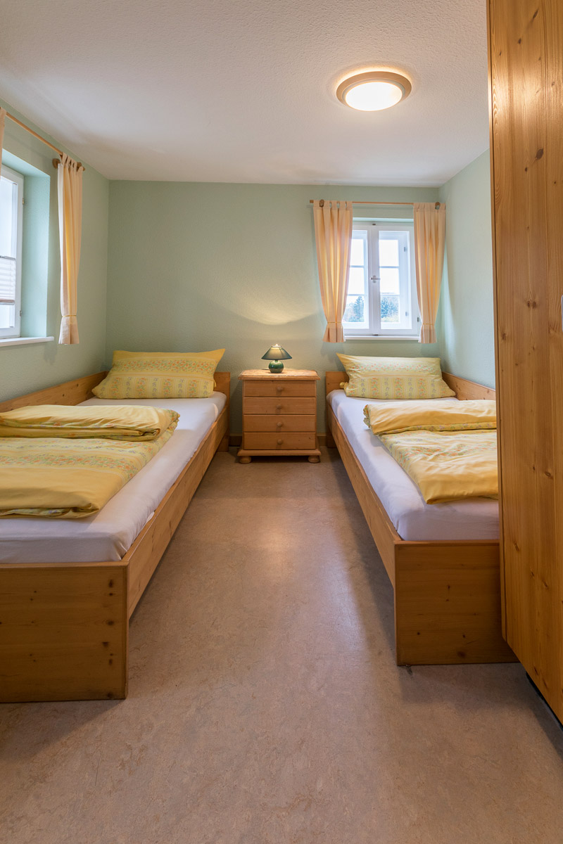 Ferienwohnung 1 im Erdgeschoss - Schlafzimmer 2 mit zwei Einzelbetten