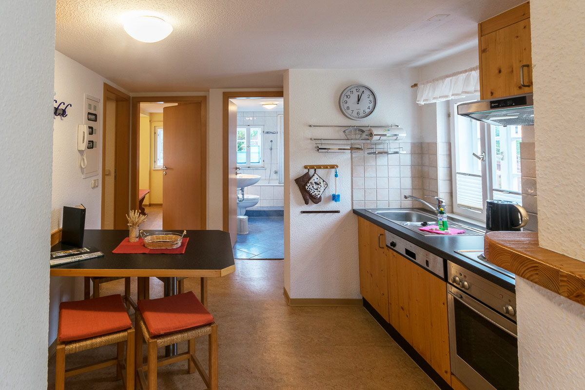 Ferienwohnung 2 im Obergeschoss - Küche mit Esstisch