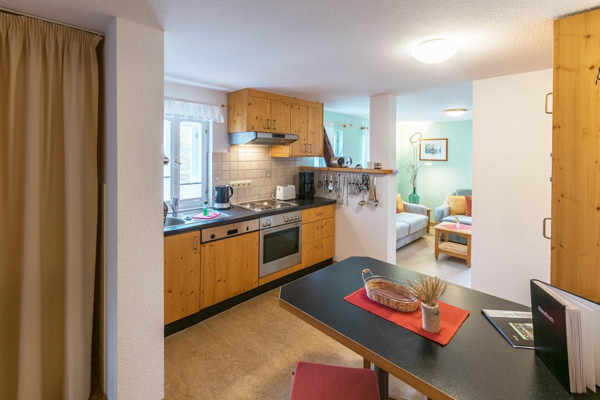 Ferienwohnung 2 im Obergeschoss - Küche mit Küchenzeile